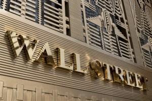 Απώλειες στη Wall - Πτώση 500 μονάδων για τον Dow