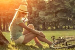 Συμπτώματα άγχους: Πονάει η πλάτη σου, δε βγαίνεις έξω, είσαι αναποφάσιστη και άλλα σημάδια που διαβάζουν οι ψυχολόγοι! - Shape.gr