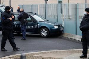 Βερολίνο: Αυτοκίνητο έπεσε πάνω στην πύλη της καγκελαρίας | DW | 25.11.2020