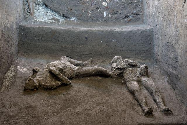 Μεγάλη ανακάλυψη στην Πομπηία: Βρήκαν τα λείψανα πλούσιου και σκλάβου – Κάηκαν αγκαλιασμένοι