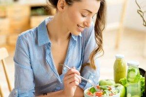 Οι 5 σαλάτες που είναι ιδανικές για μεσημεριανό γεύμα - Shape.gr