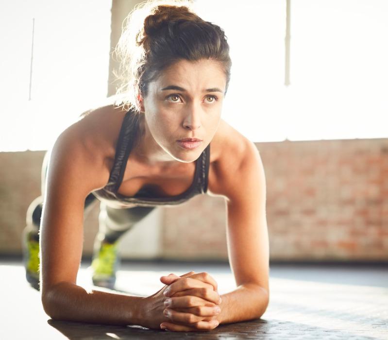 Σωματότυπος μήλο: Πώς θα χάσεις το λίπος από την κοιλιά; Η δρ Μαρία Ψωμά δίνει τις 11 κινήσεις - Shape.gr