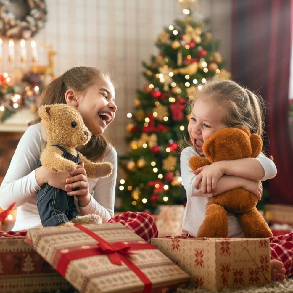 Τι δείχνουν για σένα τα δώρα που κάνεις; Ο ψυχολόγος Πάτροκλος Παπαδάκης απαντά - Shape.gr