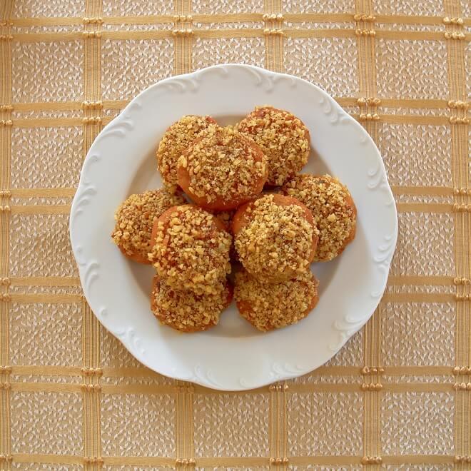 Μελομακάρονο, κουραμπιές ή δίπλες; Ποιο γλυκό είναι πιο υγιεινό; - Shape.gr
