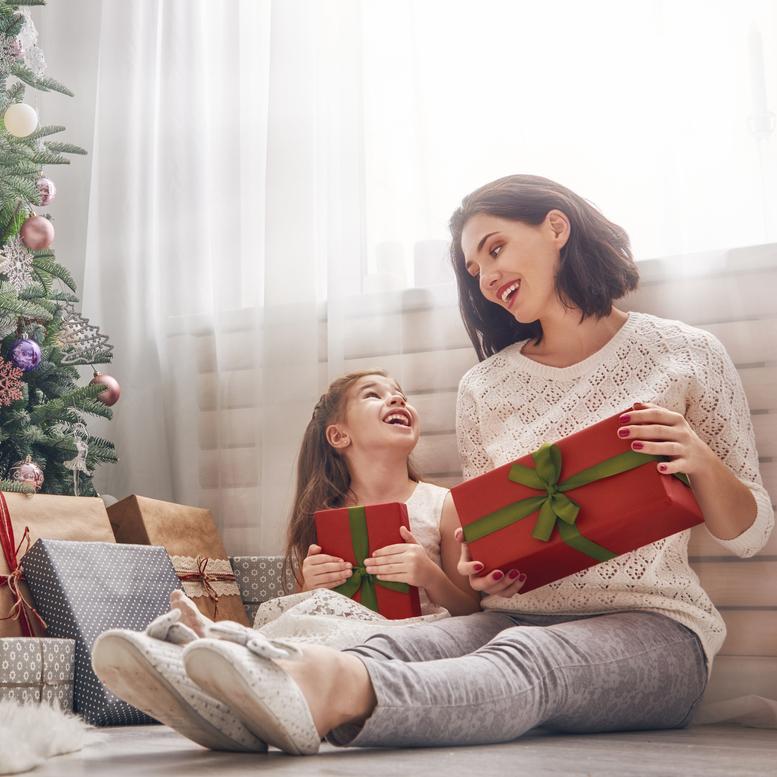 Πρώτα Χριστούγεννα μετά το διαζύγιο: Οδηγός... επιβίωσης (και τα SOS tips για το παιδί) - Shape.gr