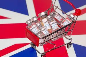 Βρετανία : Υπό άκρα μυστικότητα έφθασαν τα πρώτα φορτηγά με τα εμβόλια