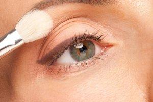 3 κορυφαία tips μακιγιάζ για μικρά μάτια - Shape.gr