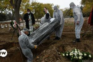 Γιατί αυξάνονται οι νεκροί από κορωνοϊό; | DW | 16.01.2021