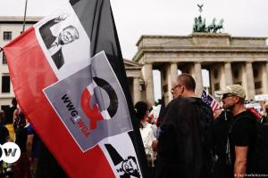 Και τώρα χωρίς Τραμπ: H γερμανική «ακτινογραφία» των QAnon | DW | 20.01.2021