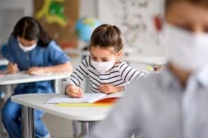 Κυβέρνηση: Προαναγγέλλει πρόστιμα για τους μαθητές - Πυρά από ΣΥΡΙΖΑ