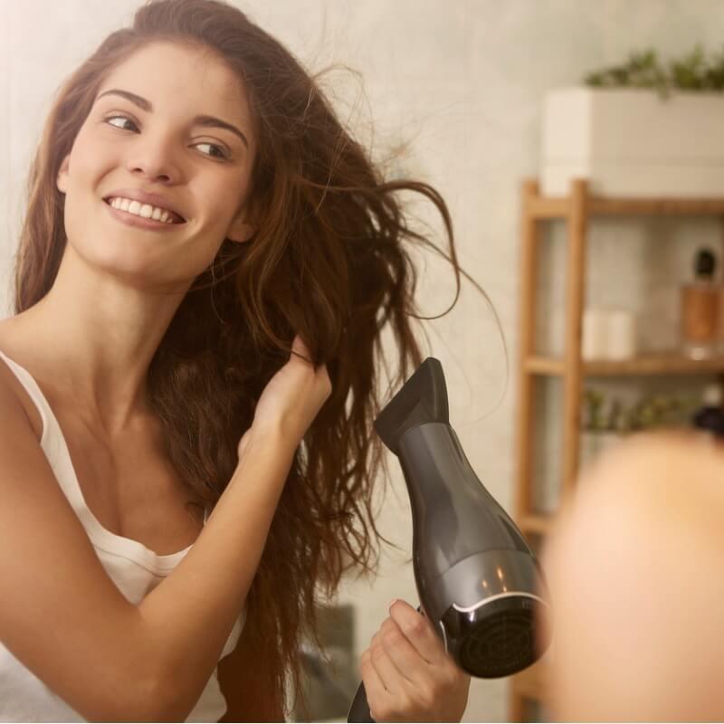 5 κορυφαίες συμβουλές για όλες εμάς που έχουμε σπαστά μαλλιά - Shape.gr