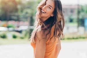 γυναίκα χαρούμενη υγιής ευτυχισμένη