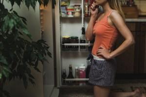 7 διατροφικά λάθη που κάνουμε το βράδυ και προσθέτουν κιλά