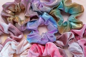 Ένας ευφάνταστος τρόπος για να φορέσεις τα scrunchies σου