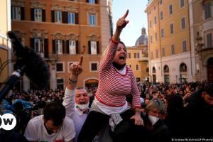 Διαμαρτυρίες κατά του λοκντάουν στην Ιταλία   DW   07.04.2021