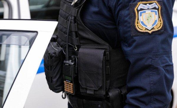 Ρόδος: Μαχαίρωσε τον αστυνομικό που τον καταδίωκε επειδή κατέβασε την ελληνική σημαία
