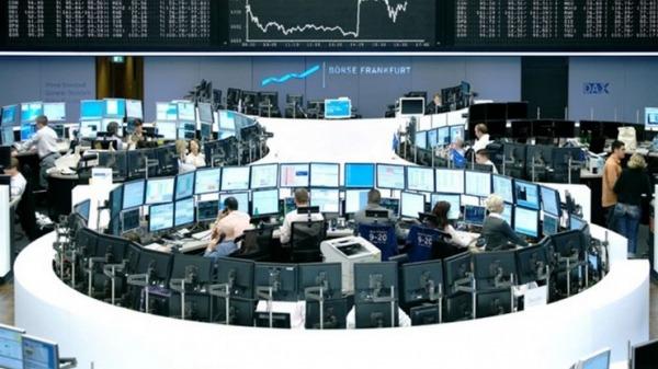 """Στο """"κόκκινο"""" γύρισαν αγορές της Ευρώπης"""