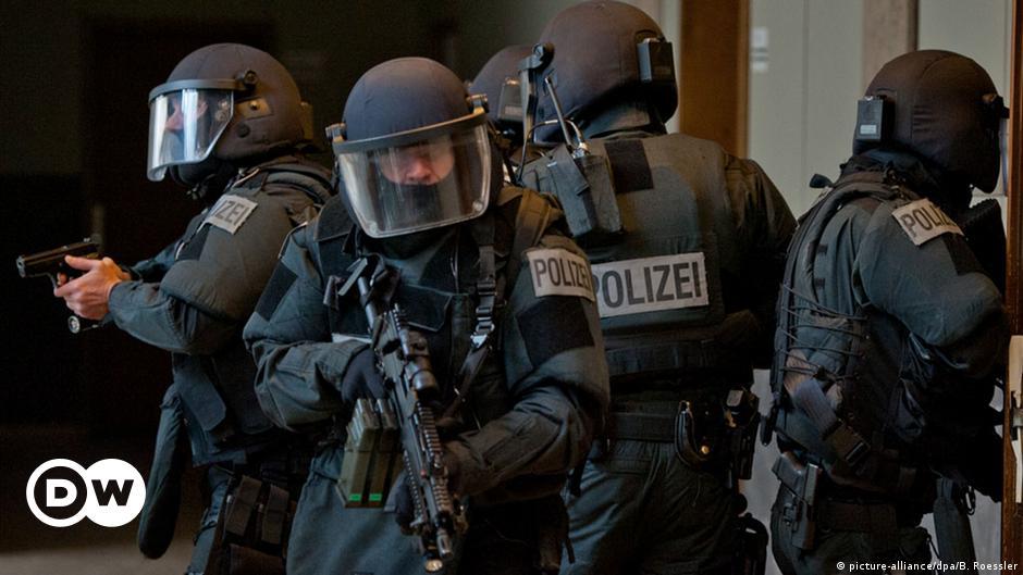 Σύλληψη ύποπτου υπεύθυνου της νεοναζιστικής «NSU 2.0»   DW   04.05.2021