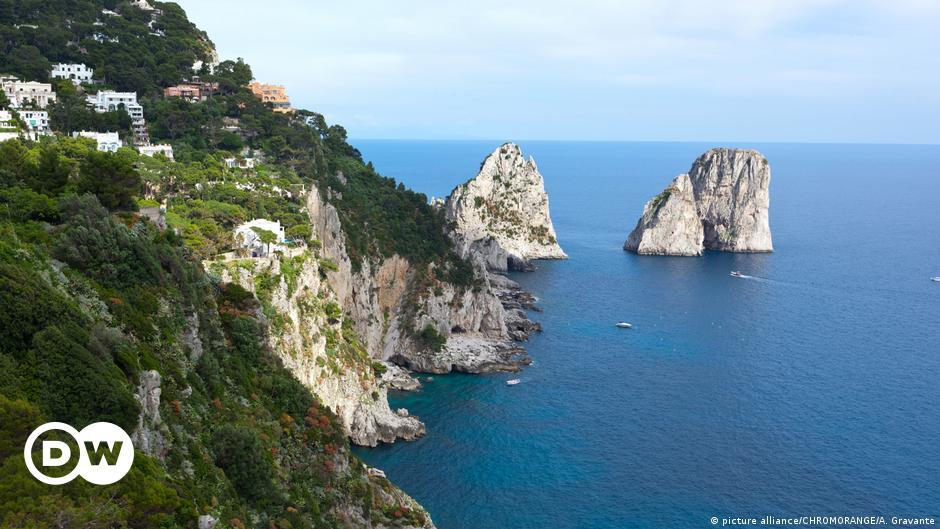 Covid free νησιά: Η Ελλάδα πρότυπο για την Ιταλία | DW | 08.05.2021