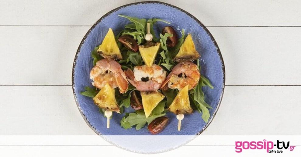 Σουβλάκι με γαρίδες και ανανά από τον Άκη Πετρετζίκη