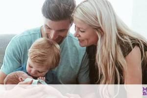 Απίθανη αντίδραση μικρού που συναντά τη νεογέννητη αδερφούλα του (vid)