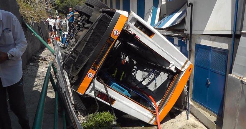 Ιταλία: 19 τραυματίες και ένας νεκρός σε τροχαίο με λεωφορείο - Ειδήσεις - νέα - Το Βήμα Online