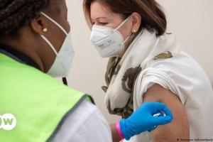 Καμία αναγκαιότητα για υποχρεωτικό εμβολιασμό | DW | 13.07.2021