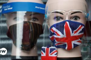 Το Λονδίνο θέλει σύντομα να «πέσουν οι μάσκες» | DW | 04.07.2021