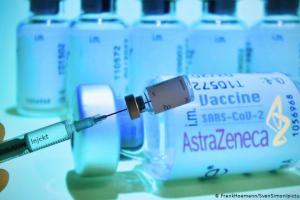 Εμβόλιο AstraZeneca: Θεαματική αύξηση πωλήσεων, όμως η έγκριση στις ΗΠΑ αργεί