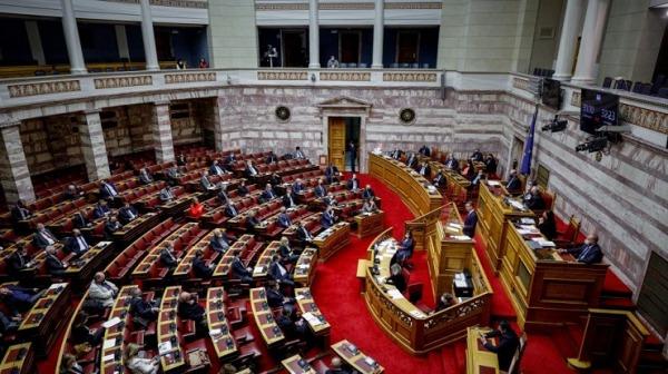 Βουλή: Συζητείται η τροπολογία για τον ψηφιακό έλεγχο των μέτρων για τον κορονοϊό στις εκπαιδευτικές δομές