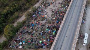 ΗΠΑ – Απομακρύνονται χιλιάδες μετανάστες από πόλη του Τέξας
