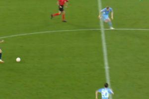 Μάντσεστερ Σίτι - Λειψία: Ο διαιτητής έβαλε... τρικλοποδιά στον Ντε Μπρόινε πριν από το δεύτερο γκολ του Ενκουκού