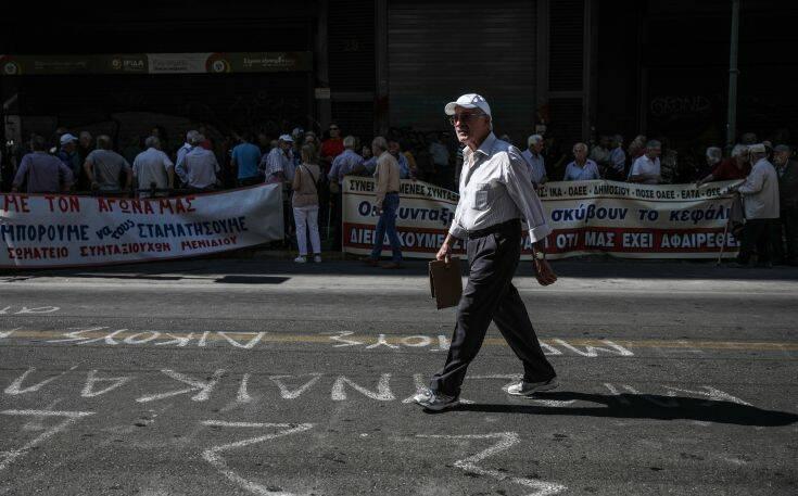 «Παγώνει» η εισφορά αλληλεγγύης και σε δημοσίους υπαλλήλους και συνταξιούχους