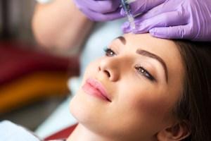 'Είμαι αρκετά μικρή για να κάνω botox;' Οι ειδικοί απαντούν