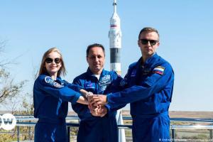 Η Ρωσία στέλνει και την πρώτη ηθοποιό στο διάστημα | DW | 05.10.2021