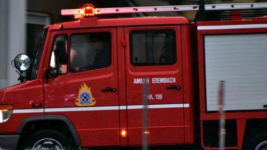 Πυρκαγιά σε κατάστημα χαρτικών στον Πειραιά ετέθη υπό έλεγχο