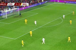 Το αδιανόητο αυτογκόλ του γκολκίπερ Γουόρντ που έφερε το 2-1 της Τσεχίας επί της Ουαλίας