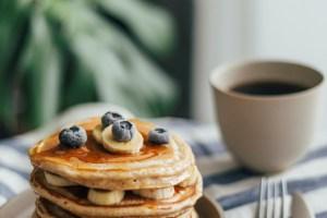 Φτιάξε υγιεινά pancakes με παντζάρι ή με κολοκυθάκια ή με γλυκοπατάτες - δες τις συνταγές!