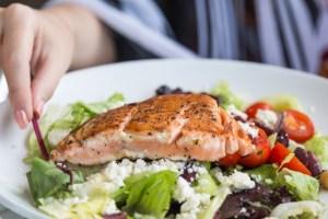 7 συμπτώματα που δείχνουν ότι μπορεί να έχεις ανεπάρκεια βιταμίνης B12