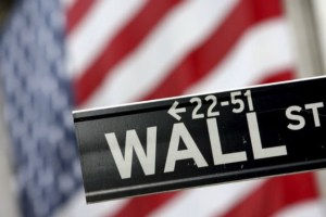 Wall Street: Μίνι ράλι με ώθηση από τις τράπεζες