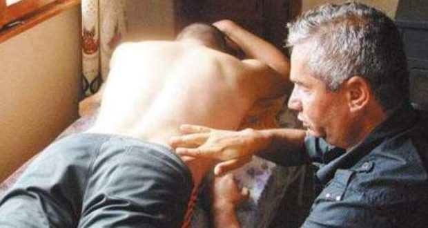 Този мъж от Якоруда няма зрение но лекува всички