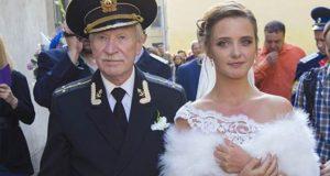 87-годишният Иван се събра с 60 години по-младата си жена