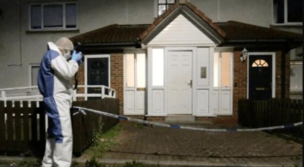 Нашенец закла 11-месечно бебе и майка му в Англия