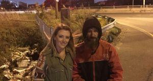 Бездомник даде единствените си 20 долара на жена в беда