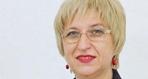 Прелъстена и изоставена: Леля Цецка плува с бодигард