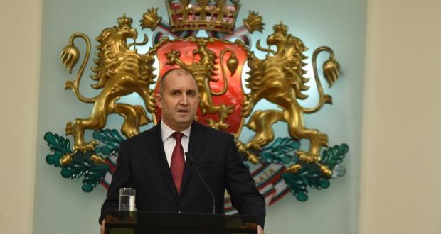 Радев: Задкулисието готви ново правителство