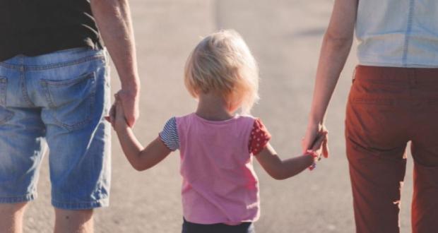 Еко как родителите могат да получат пари ако са в неплатен отпуск по време на локдауна