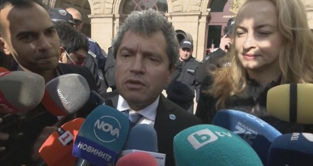 Тошко Йорданов: Този парламент няма да изкара и един месец.