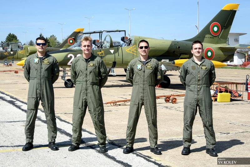 Жалката истина: 30 ст. на месец струва живота на българските военни пилоти!