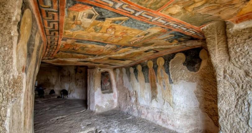 Скален манастир на 8 века твори чудеса. Ето къде се намира:
